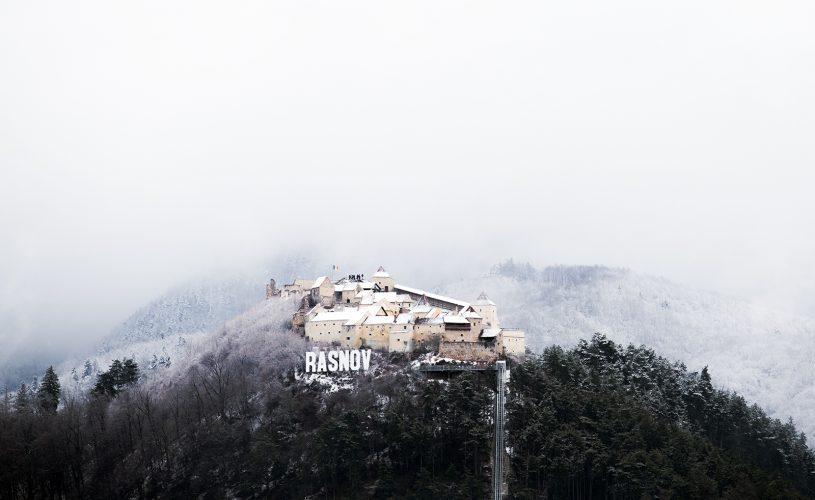 Peste 400.000 de turisti au vizitat anul trecut Cetatea Rasnov.